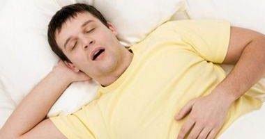 دراسة أمريكية: النوم والاستيقاظ مبكرا يقللان من الأفكار السلبية
