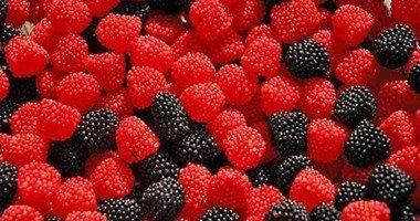 التوت والمكسرات أهم الأطعمة لصحة قلبك